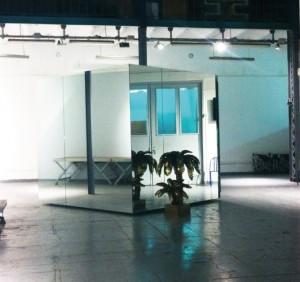 """Au sein même de ses locaux, Leclere-Maison de ventes a installé """"PARADISE"""", un cube mobile de trois mètres sur trois dédié à la projection de vidéos et, au-delà, d'images animées. Sa programmation 2014 a été confiée à Charlotte Cosson et Emmanuelle Luciani, deux jeunes curatrices remarquées."""